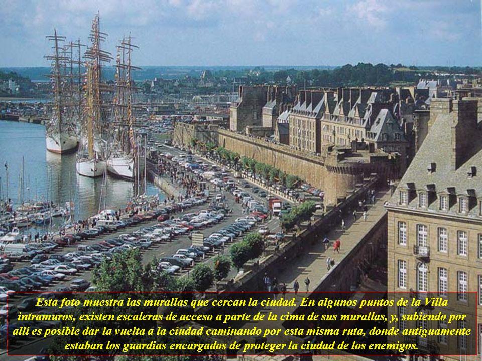 Saint-Malo es una ciudad francesa situada en el departamento de Ille-et- Vilaine, una región de Bretaña, y, actualmente consta de 51.000 habitantes, p