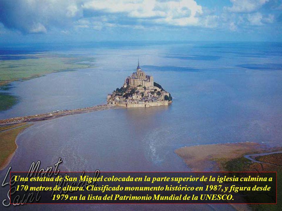 El monte Saint Michel es un islote rocoso en la desembocadura de Couneson en el departamento de Mancha, en Francia, donde fué construído un santuario