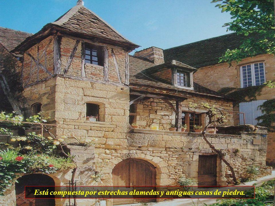Sarlat es una ciudad que posee la mayor concentración de fachadas medievales. Fué registrada por la UNESCO en 1962 y sus edificios forman hoy un museo