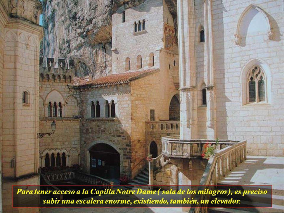 Rocamadour es una ciudad medieval, construída sobre las rocas de montañas y es uno de los más famosos centros de peregrinación desde su descubrimiento