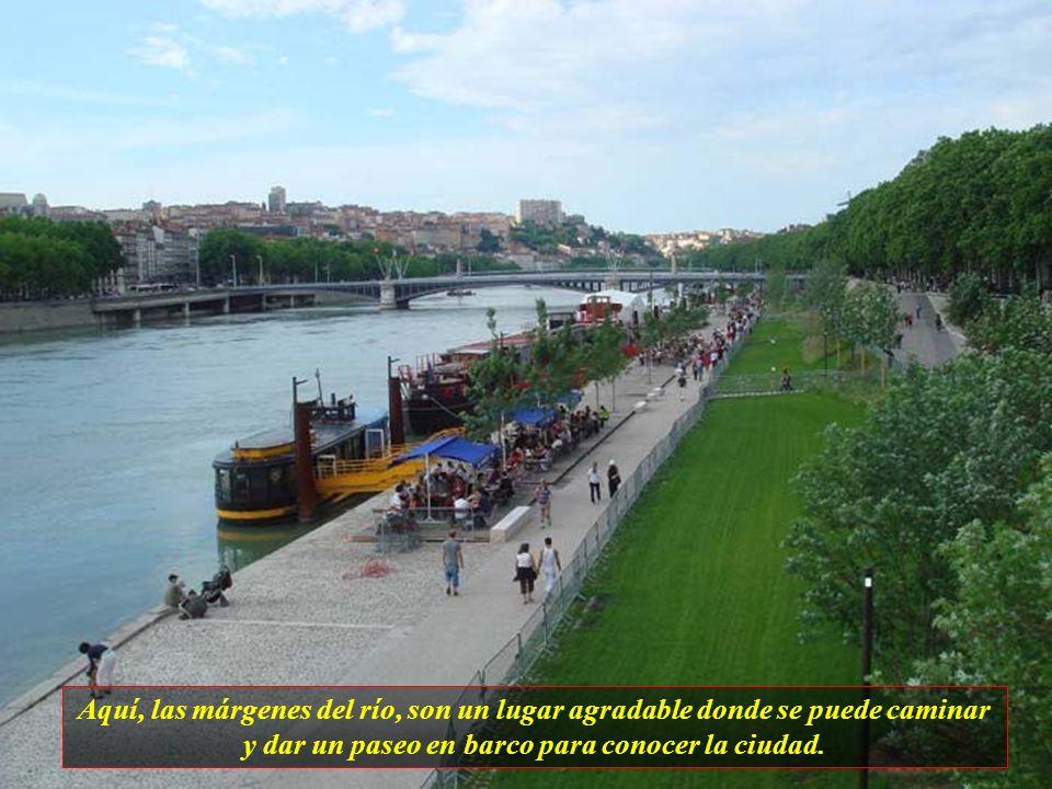Lyon, es la segunda ciudad de Francia y cuenta aproximadamente con 1.200.000 habitantes. Es la capital de Gália y fué fundada por Júlio Cesar en el añ