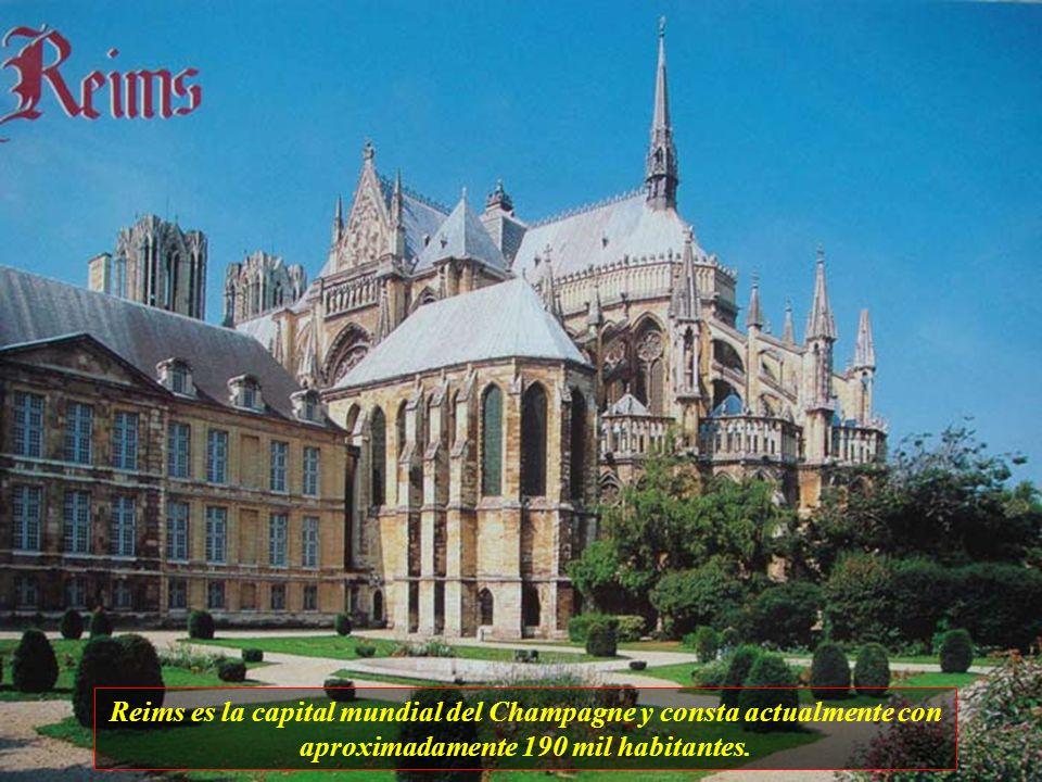 El centro de Dijones conocido por su esplendor arquitectónico, herencia de los Duques de Borgoña. Los grandes tesoros de arte de la ciudad están en el