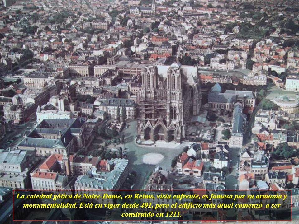Reims es la capital mundial del Champagne y consta actualmente con aproximadamente 190 mil habitantes.