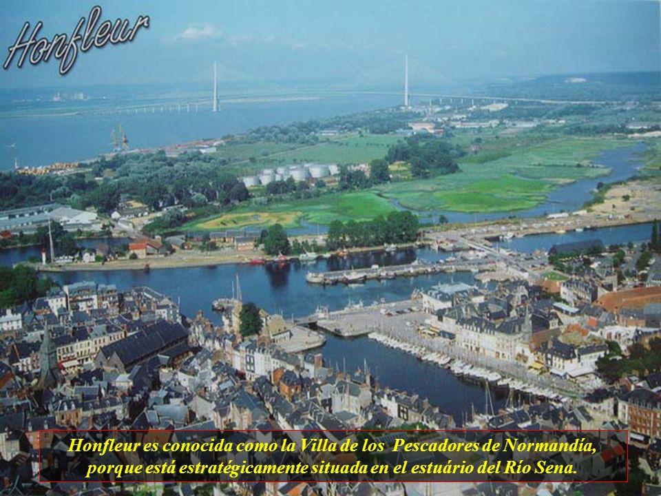 Honfleur es conocida como la Villa de los Pescadores de Normandía, porque está estratégicamente situada en el estuário del Río Sena.