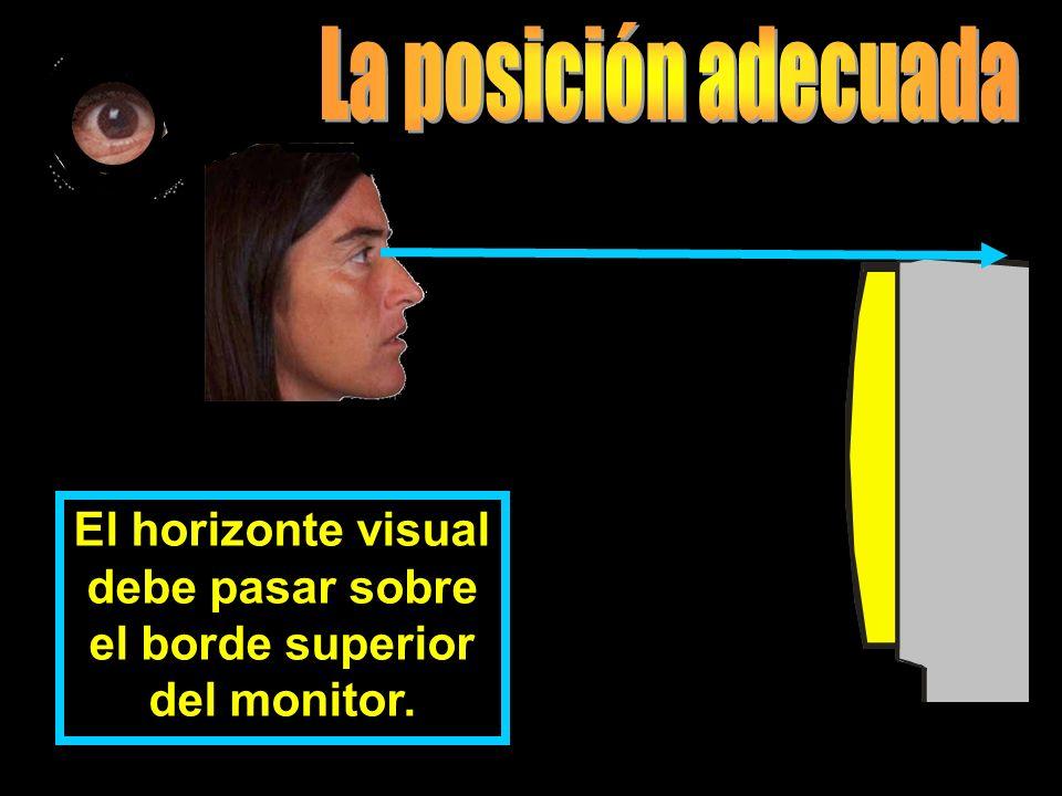 El horizonte visual debe pasar sobre el borde superior del monitor.