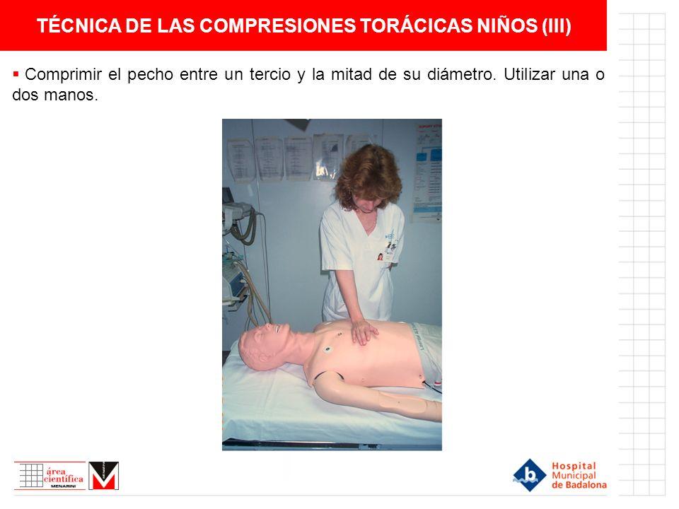 TÉCNICA DE LAS COMPRESIONES TORÁCICAS NIÑOS (III) Comprimir el pecho entre un tercio y la mitad de su diámetro. Utilizar una o dos manos.