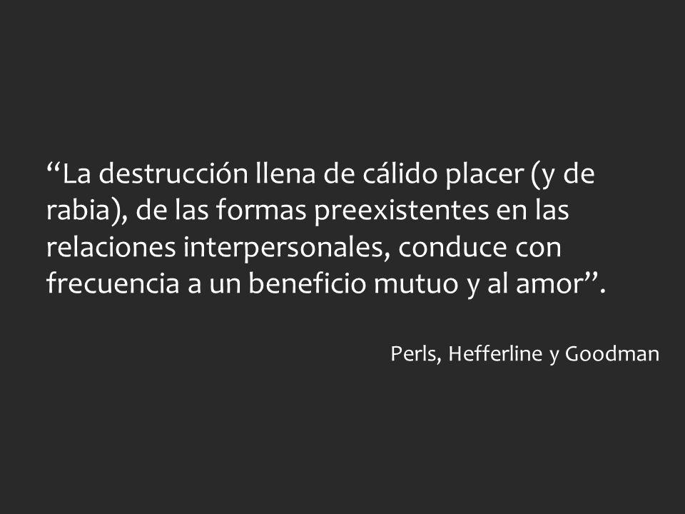 La destrucción llena de cálido placer (y de rabia), de las formas preexistentes en las relaciones interpersonales, conduce con frecuencia a un benefic