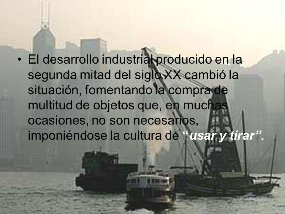 El desarrollo industrial producido en la segunda mitad del siglo XX cambió la situación, fomentando la compra de multitud de objetos que, en muchas oc