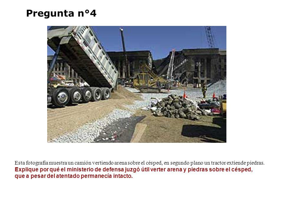 Pregunta n°4 Esta fotografía muestra un camión vertiendo arena sobre el césped, en segundo plano un tractor extiende piedras. Explique por qué el mini
