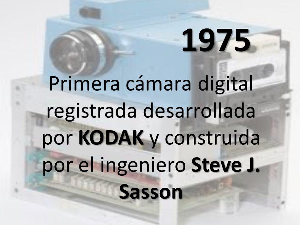 1975 KODAK Steve J. Sasson Primera cámara digital registrada desarrollada por KODAK y construida por el ingeniero Steve J. Sasson