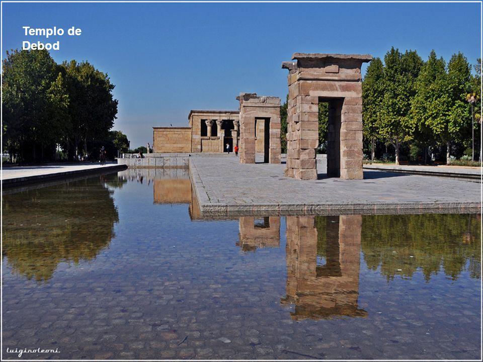 Don Quijote saludando en nombre de Cervantes – Plaza de España