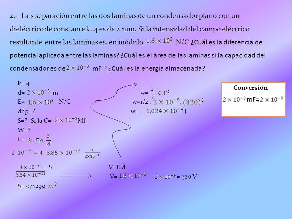 Para encontrar la diferencia de potencial aplicada entre las laminas del condensador lo primero que debemos hacer es saber que la diferencia de potencial es igual a la intensidad del campo eléctrico por la capacidad del condensador entonces debemos aplicar la formula de V=E.d, al usarla obtenemos cual es la diferencia.