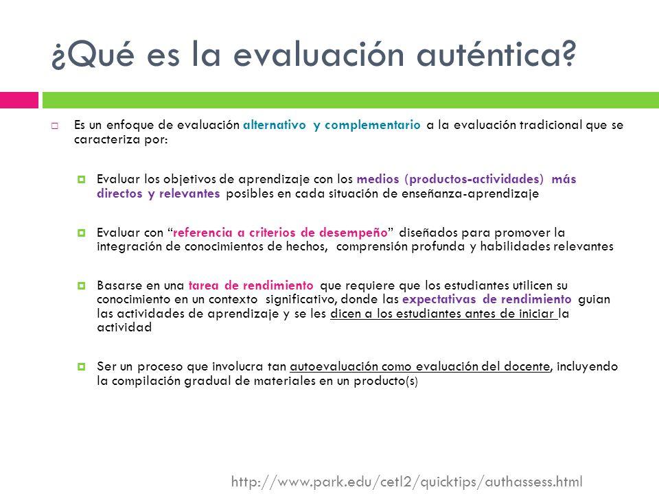 ¿Qué es la evaluación auténtica? Es un enfoque de evaluación alternativo y complementario a la evaluación tradicional que se caracteriza por: Evaluar