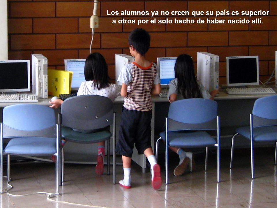 Los alumnos ya no creen que su país es superior a otros por el solo hecho de haber nacido allí.