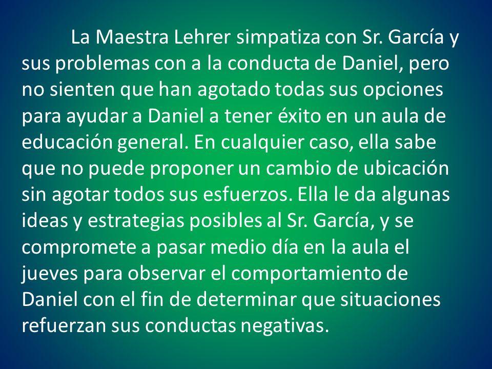 La Maestra Lehrer simpatiza con Sr. García y sus problemas con a la conducta de Daniel, pero no sienten que han agotado todas sus opciones para ayudar