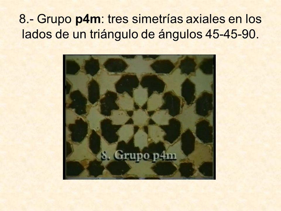 8.- Grupo p4m: tres simetrías axiales en los lados de un triángulo de ángulos 45-45-90.