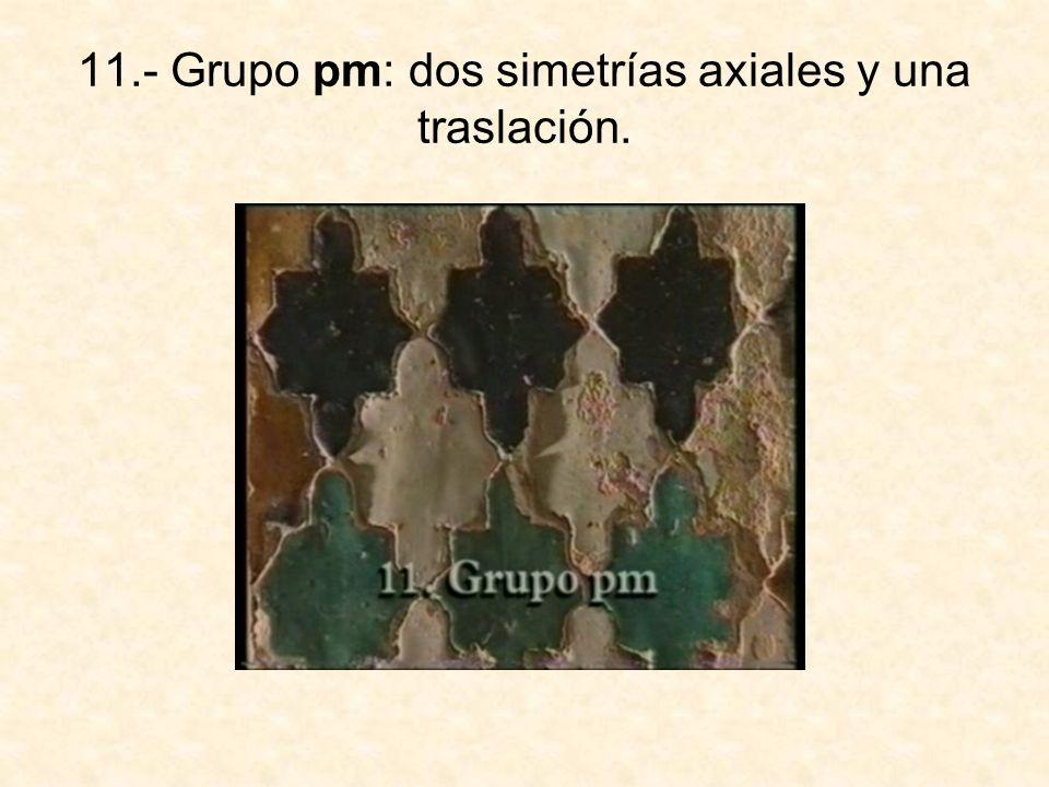 12.- Grupo pmm: cuatro simetrías axiales en los lados de un rectángulo.