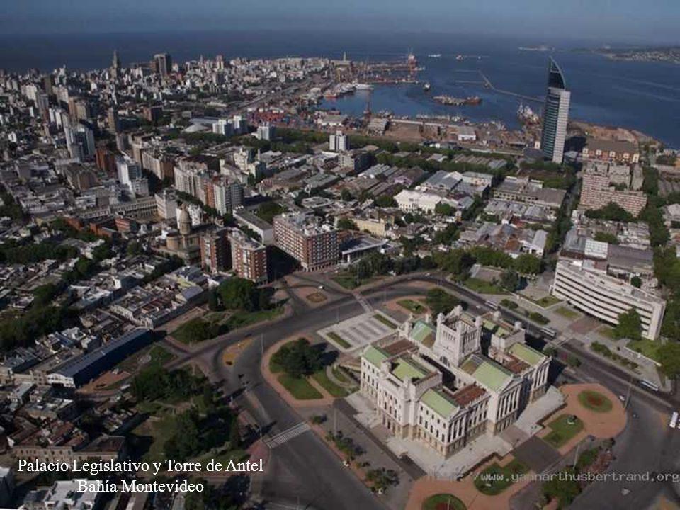 Palacio Legislativo y Torre de Antel Bahía Montevideo
