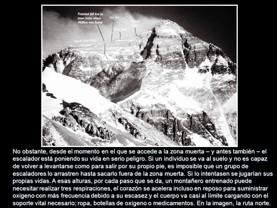El gobierno de Nepal cobra 25.000 dólares US por cabeza por un permiso para realizar la subida y después cada escalador o equipo de escaladores se org