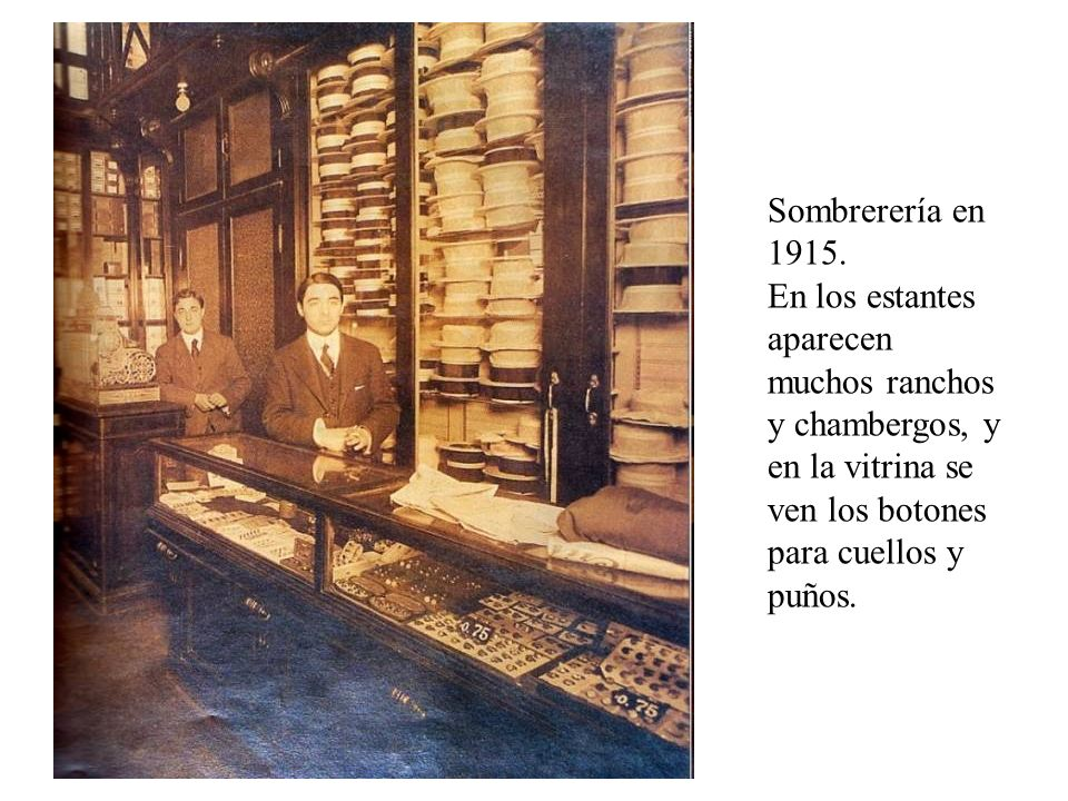 Sombrerería en 1915. En los estantes aparecen muchos ranchos y chambergos, y en la vitrina se ven los botones para cuellos y puños.