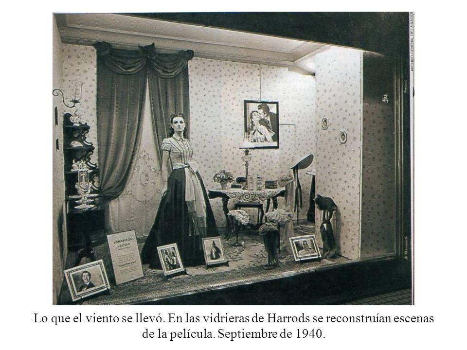 Lo que el viento se llevó. En las vidrieras de Harrods se reconstruían escenas de la película. Septiembre de 1940.