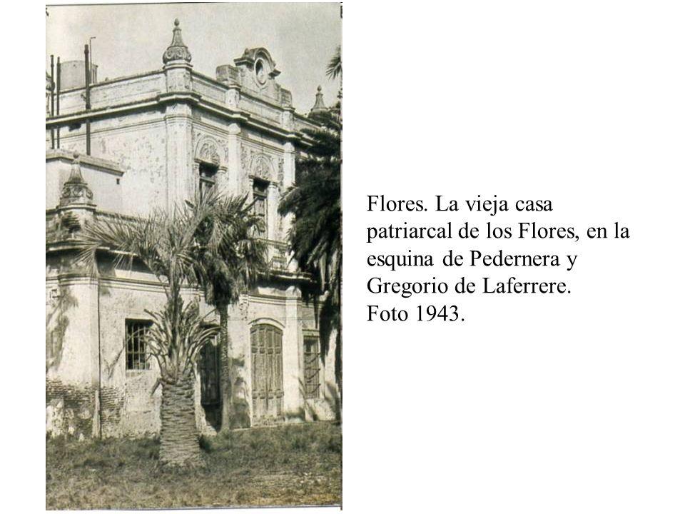 Flores. La vieja casa patriarcal de los Flores, en la esquina de Pedernera y Gregorio de Laferrere. Foto 1943.