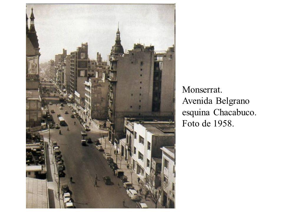 Monserrat. Avenida Belgrano esquina Chacabuco. Foto de 1958.