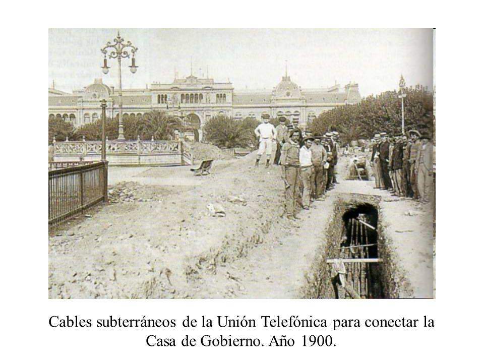 Cables subterráneos de la Unión Telefónica para conectar la Casa de Gobierno. Año 1900.