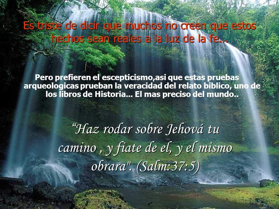 La roca se partio en dos y el agua comenzó a salir... La roca se partio en dos y el agua comenzó a salir... Incluso la roca de Horeb, donde la Biblia