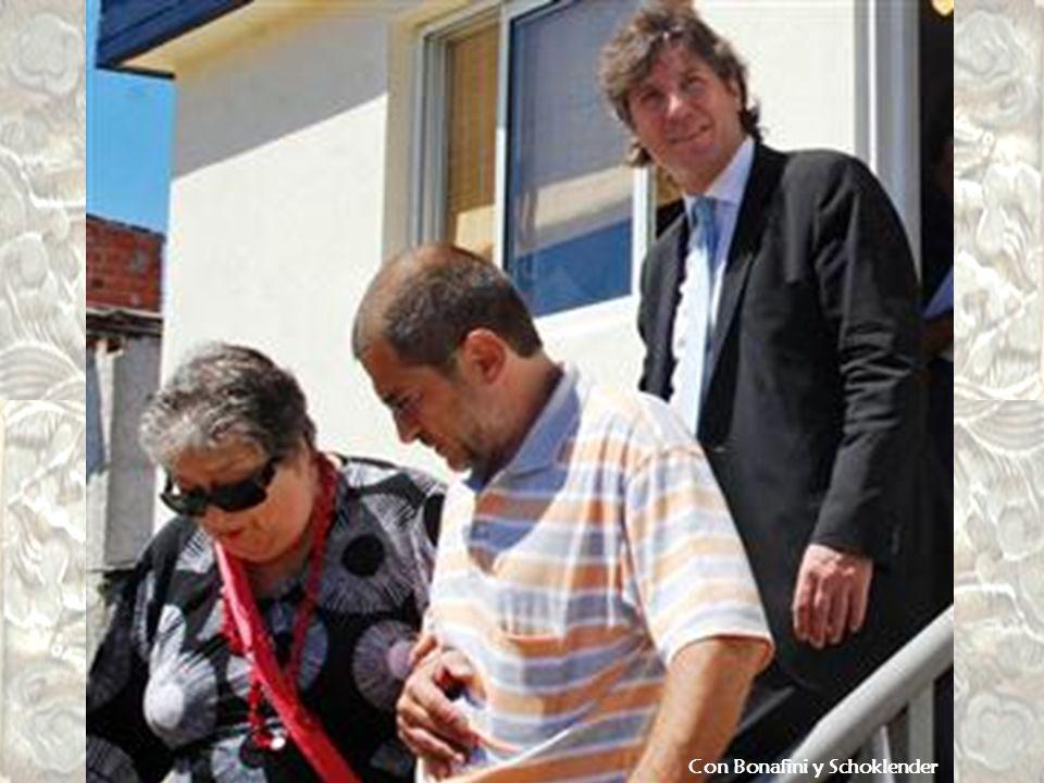 Con Cristian Favale posa en la peña La Époka de Amado Boudou. Favale está sospechado por la justicia del homicidio de Ferreyra.