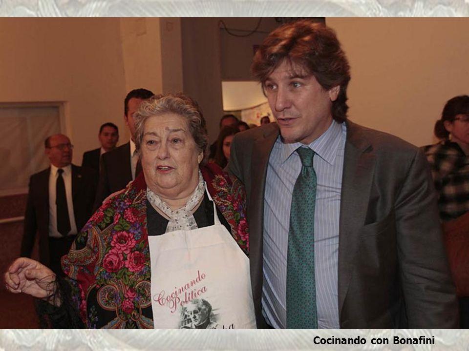 Con Bonafini, atrás Abel Fatala, Secretario de Obras Públicas