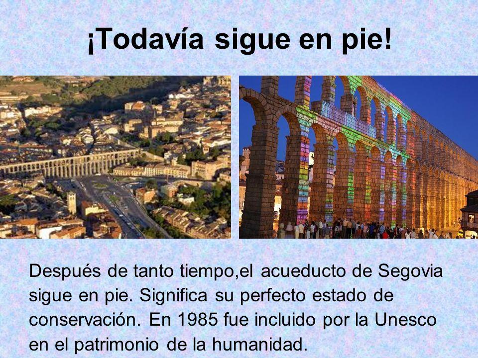 ¡Todavía sigue en pie.Después de tanto tiempo,el acueducto de Segovia sigue en pie.