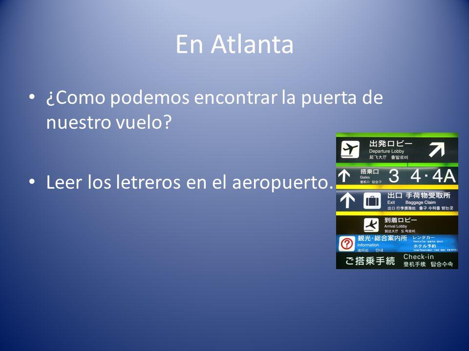 En Atlanta ¿Como podemos encontrar la puerta de nuestro vuelo? Leer los letreros en el aeropuerto.