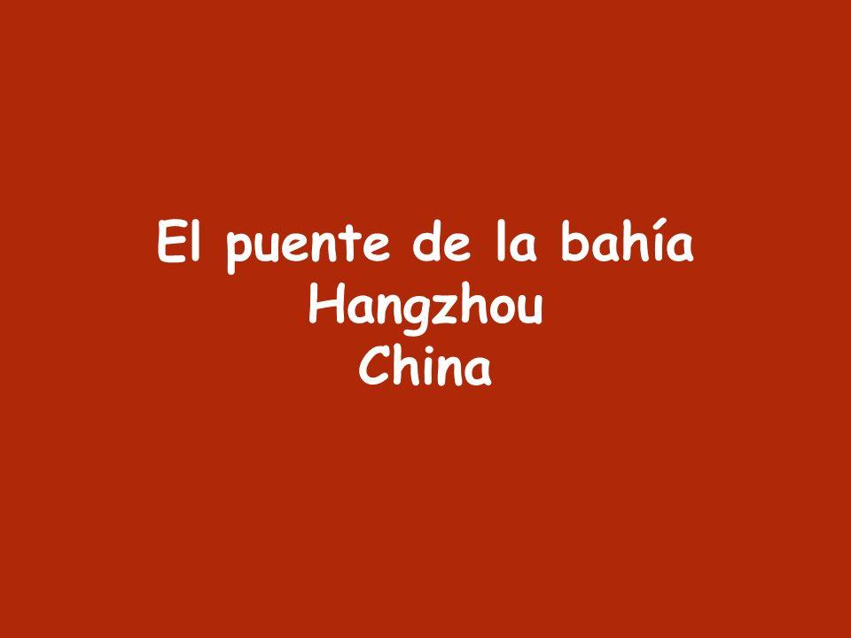 El puente de la bahía Hangzhou China