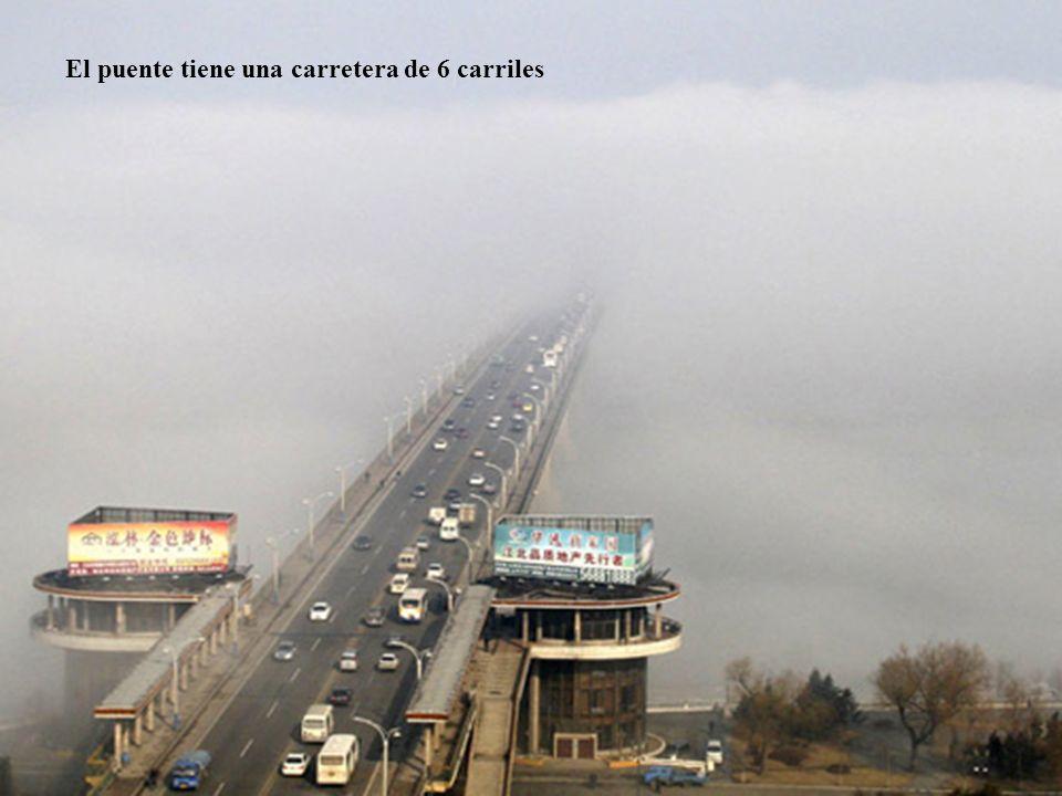 12 El puente tiene una carretera de 6 carriles