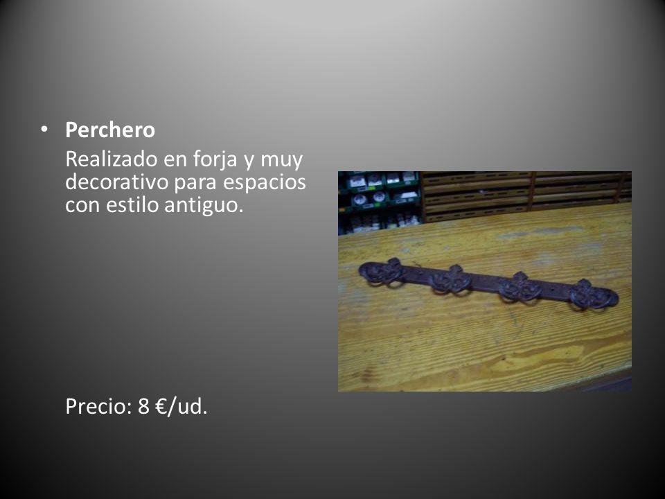 Perchero Realizado en forja y muy decorativo para espacios con estilo antiguo. Precio: 8 /ud.