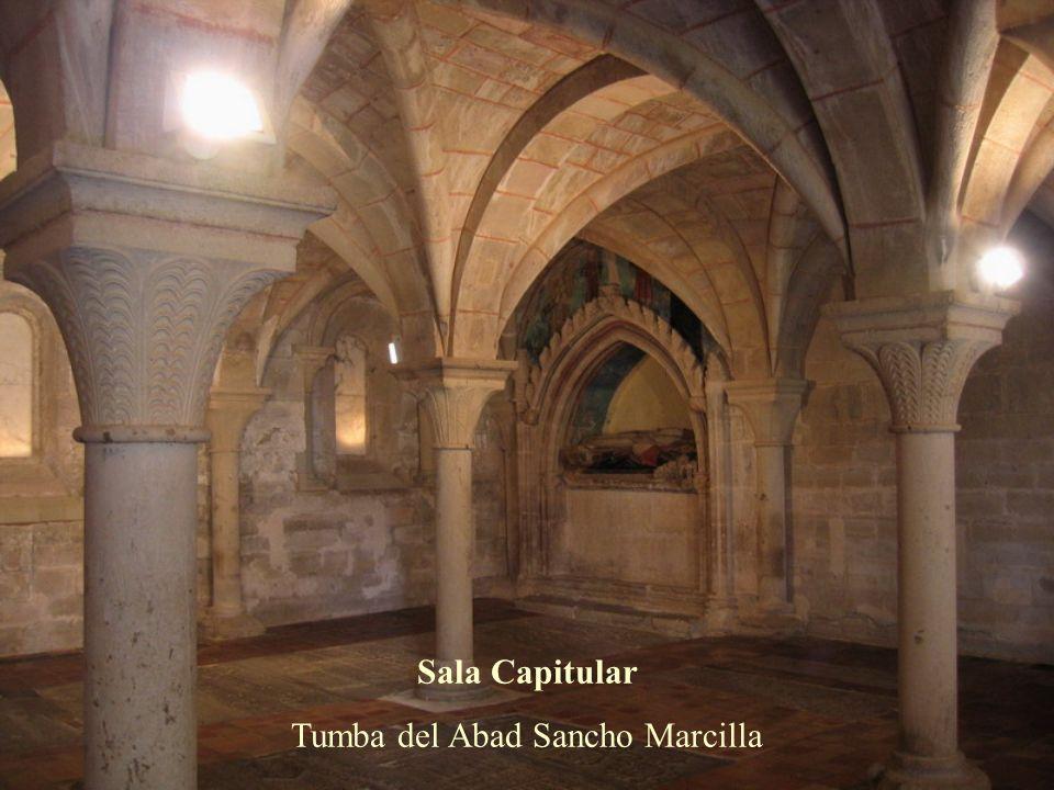 Sala Capitular s. XIII A la izquierda, sepultura de Lope Ximénez, señor de Agón En el suelo, lápidas sepulcrales de los abades