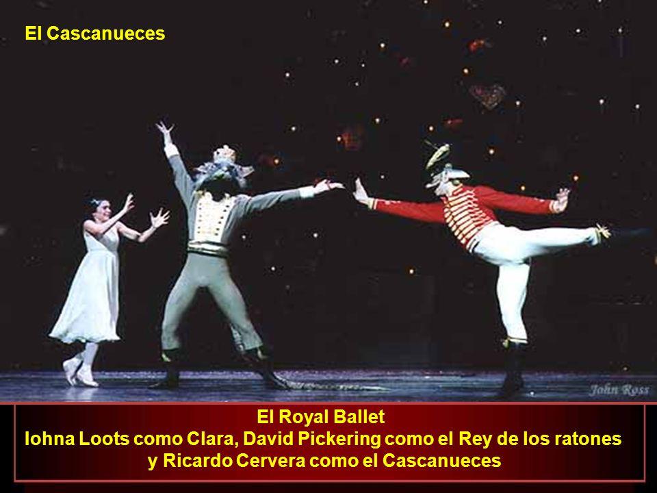 El Royal Ballet - Iohna Loots como Clara y el Cascanueces entran en el Jardín de Azucar El Cascanueces