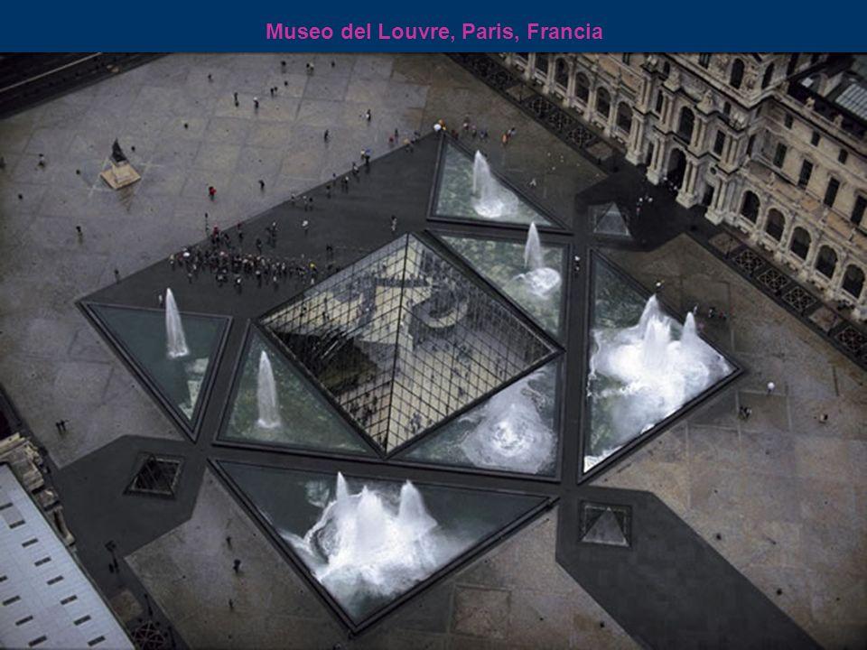Museo del Louvre en Ia Isla de la Ciudad, Paris, Francia
