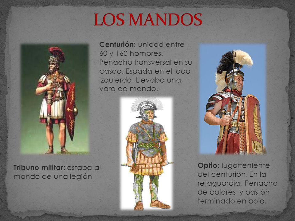 Tribuno militar : estaba al mando de una legión Centurión : unidad entre 60 y 160 hombres. Penacho transversal en su casco. Espada en el lado izquierd