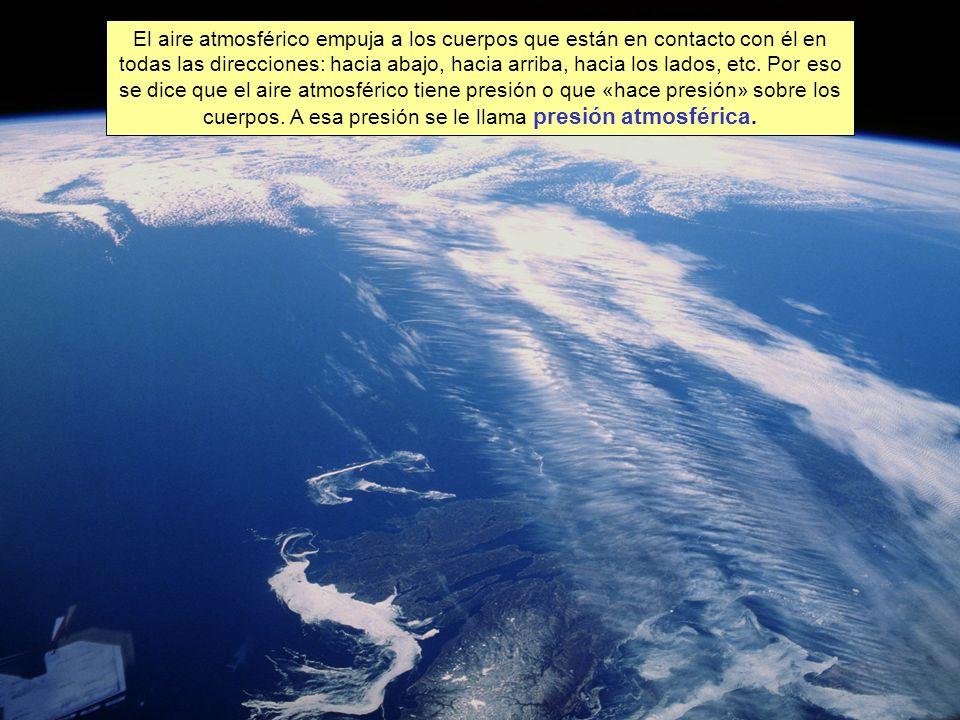 Puesto que el aire empuja en todas las direcciones, es difícil darnos cuenta de la existencia de la presión atmosférica.