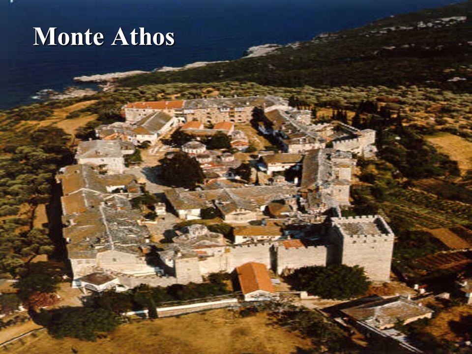 Corinto Corinto San Pablo llega a Corinto y permanece 18 meses (años 51-52: Hch 18, 1-11). Vuelve a Corinto en el invierno del 57-58 Forman parte del