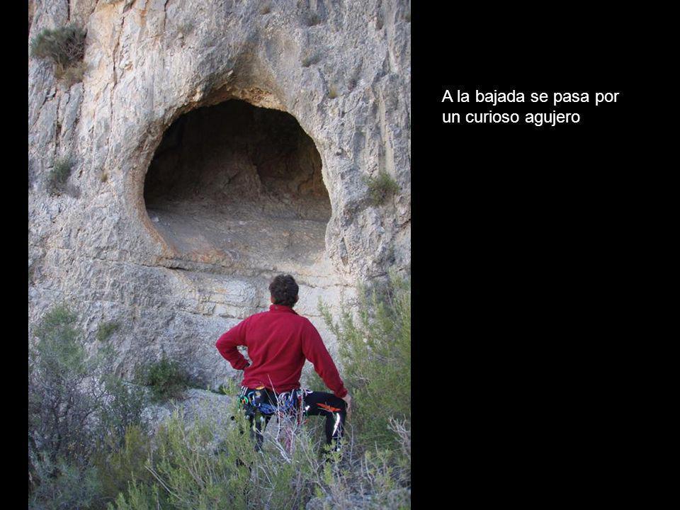 A la bajada se pasa por un curioso agujero
