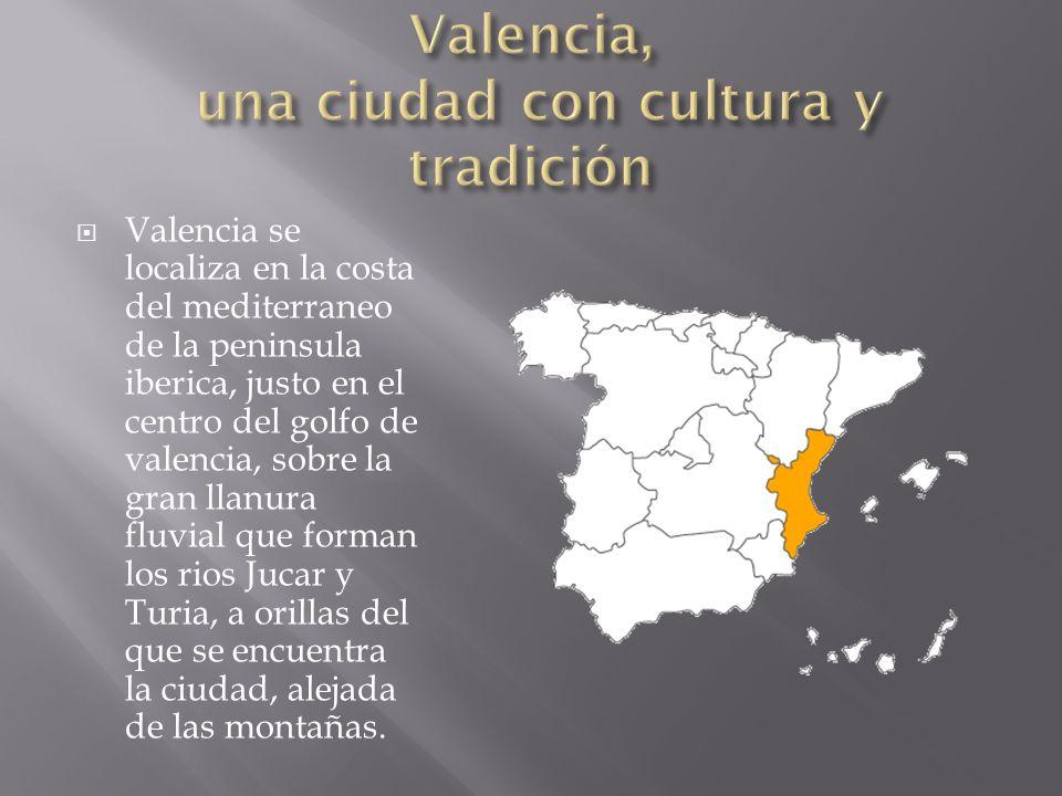 Valencia se localiza en la costa del mediterraneo de la peninsula iberica, justo en el centro del golfo de valencia, sobre la gran llanura fluvial que