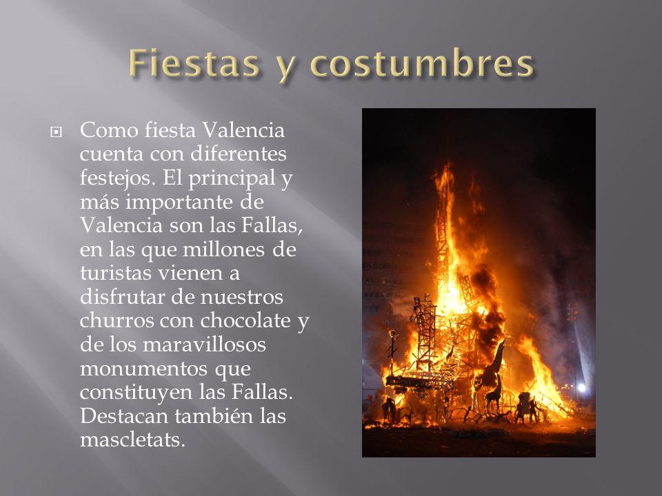 Como fiesta Valencia cuenta con diferentes festejos. El principal y más importante de Valencia son las Fallas, en las que millones de turistas vienen