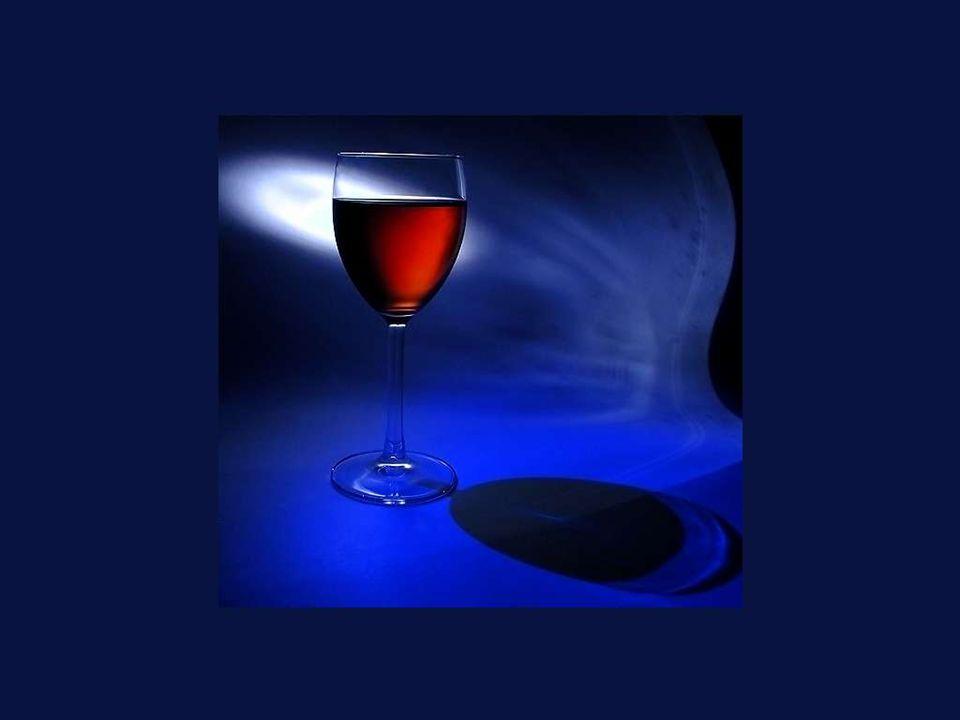 Más vale beber demasiado vino bueno, que poco y malo. Georges Courteline
