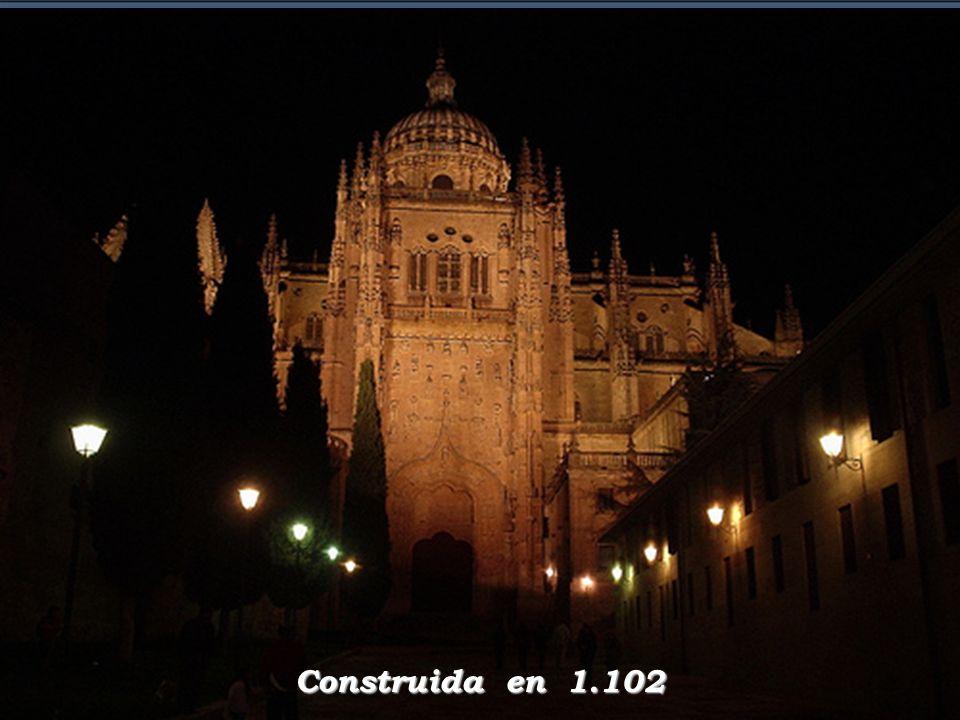 ¿ Como explica que una catedral - construida en el año 1.102 - tenga en sus muros el ícono que verá en esta presentación? Mistery M I S T É R I O
