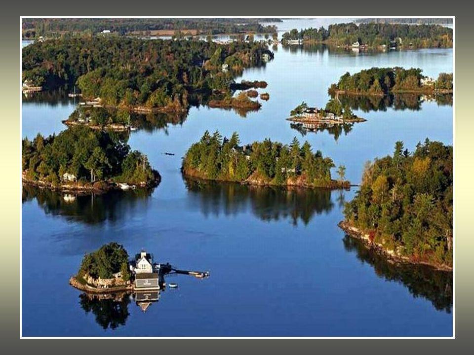 Entre el estado de Nueva York y el territorio canadiense de Ontario, en el río Lawrence, existe un increíble laberinto formado por más de 1800 islas,