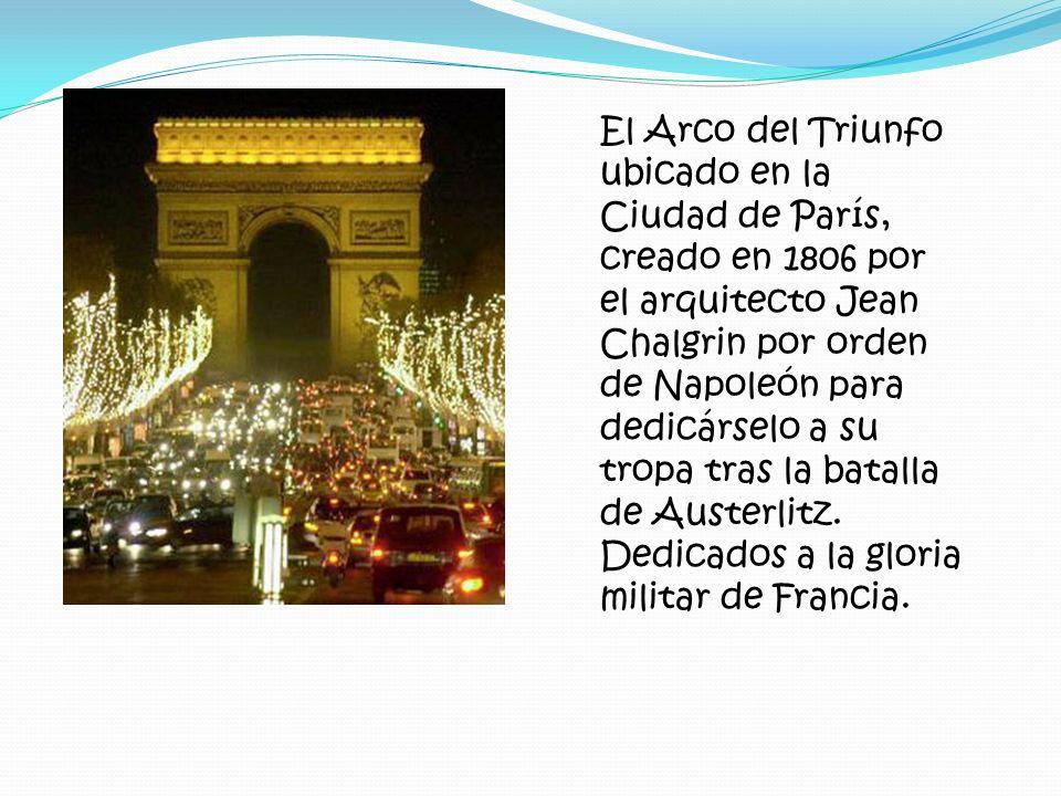 El Arco del Triunfo ubicado en la Ciudad de París, creado en 1806 por el arquitecto Jean Chalgrin por orden de Napoleón para dedicárselo a su tropa tr