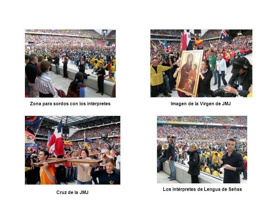Imagen de la Virgen de JMJ Cruz de la JMJ Zona para sordos con los intérpretes Los intérpretes de Lengua de Señas